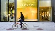 Eine Versace-Filiale in Peking – die Luxusmarke macht dort viel Umsatz.