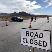 Polizisten sperren die Straße in Boulder City nach dem tödlichen Unfall eines Lkws.