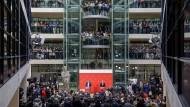 Was das wieder kostet: Verkündung des Ergebnisses des Mitgliedervotums im März im Willy-Brandt-Haus