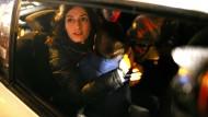 Tolu bei ihrer Freilassung im Dezember 2017. In ihren Armen hält sie ihren Sohn.