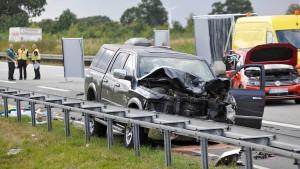Schwerer Unfall mit zwei Toten nahe Rostock
