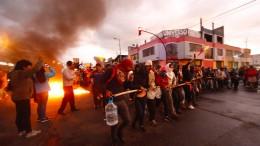Straßenschlachten, Plünderungen und Barrikaden in Ecuador