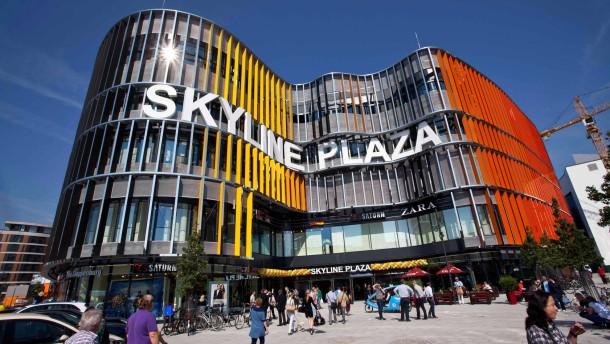 Skyline Plaza - Das neue Einkaufszentrum Skyline Plaza eröffnet in Frankfurt. Eine Reportage der ersten Stunden.