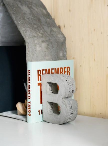 buchstaben buchst tze aus beton. Black Bedroom Furniture Sets. Home Design Ideas