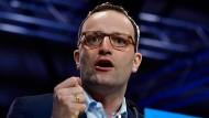 Bundesgesundheitsminister Jens Spahn (CDU) greift die Gegner eines Werbeverbots für Abtreibungen scharf an.
