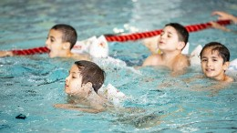 Corona-Stau im Lehrschwimmbecken
