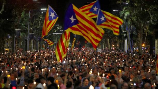 200.000 Menschen protestieren gegen U-Haft für katalanische Aktivisten