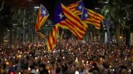 Demonstranten ziehen durch Barcelonas Innenstadt.