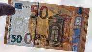 Der neue 50-Euro-Schein soll Fälschern das Leben schwer machen