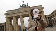 """""""Vermeiden Sie nach Möglichkeit, nachts allein auf die Straße zu gehen"""", heißt es in einer Sicherheitswarnung der chinesischen Botschaft in Berlin an die Bürger des Landes."""