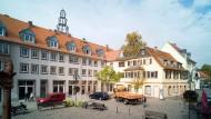 Neu belebt: Die Hanauer Baugesellschaft hat die Erdgeschosse ihrer Gebäude am Altstädter Markt so hergerichtet, dass dort Gastronomie und Läden einziehen können.