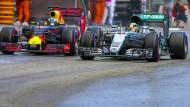 Noch nicht ganz Kopf-an-Kopf: Doch Red Bull bedrängt Mercedes immer mehr.