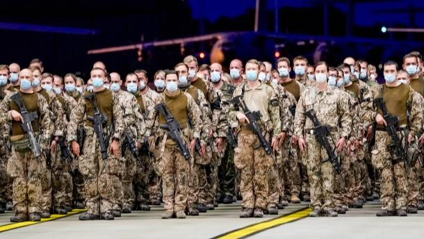 Wehrbeauftragte fordert Ehrung für beteiligte Soldaten