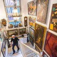 Jedes Eckchen belegt: Im Kunst- und Auktionshaus Döbritz läuft gerade die Vorbesichtigung für die Jubiläumsauktion.