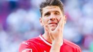 Von zufrieden kann am 20. April im Spiel gegen den FC Augsburg nicht die Rede sein: Mario Gomez und seine Mannschaft wurden mit 6:0 aus dem Stadion geschossen.