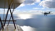 Im Doppeldeckerflugzeug von Kreta nach Kapstadt