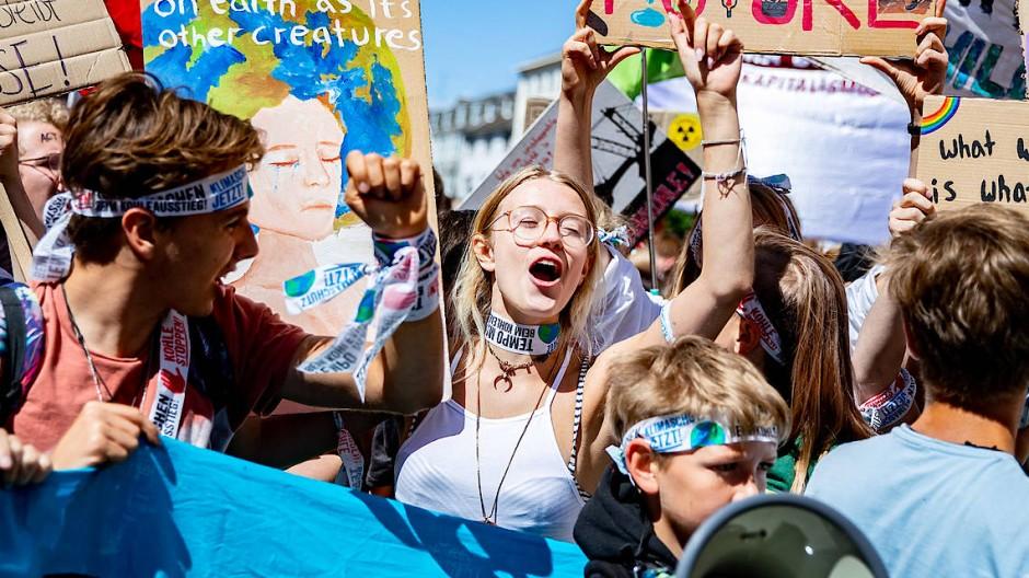 """Die """"neue Ernsthaftigkeit"""" der Jugend erklärt sich nach Einschätzung der Forscher zu einem guten Teil aus der Sorge um die Umwelt und das Klima."""