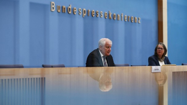 """Asylbewerber-Zahlen """"kein Vergleich"""" mit 2015"""