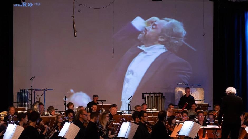 """Szene aus dem """"Trio"""" von Simon Steen-Andersen"""