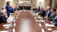 Die Demokratin Nancy Pelosi gerät im Weißen Haus mit Präsident Donald Trump aneinander.