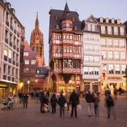Ein Areal, nicht größer als ein Fußballfeld: Der Zugang zur Frankfurter Altstadt vom Römerberg