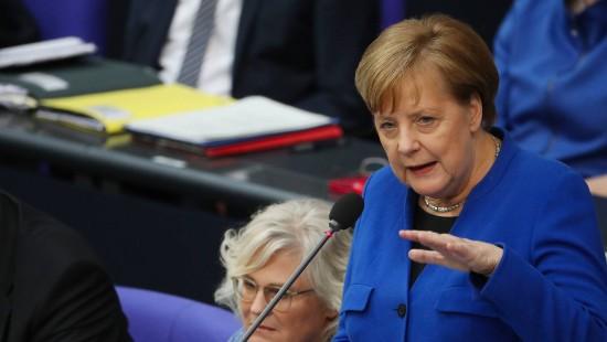 Merkel stellt sich den Fragen der Abgeordneten