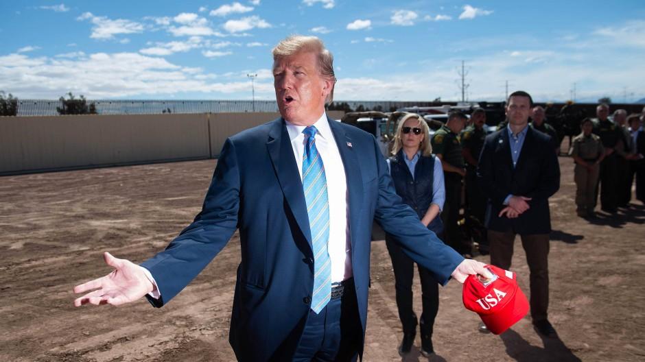 Amerikas Präsident Donald Trump in Kalifornien an der Grenze zu Mexiko