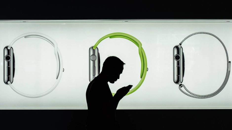 Wer einen elektronischen Fitnessmesser und Datenspeicher wie eine Apple Watch kauft, bekommt als Mitglied der AOK Nordost bis zu 50 Euro Zuschuss.