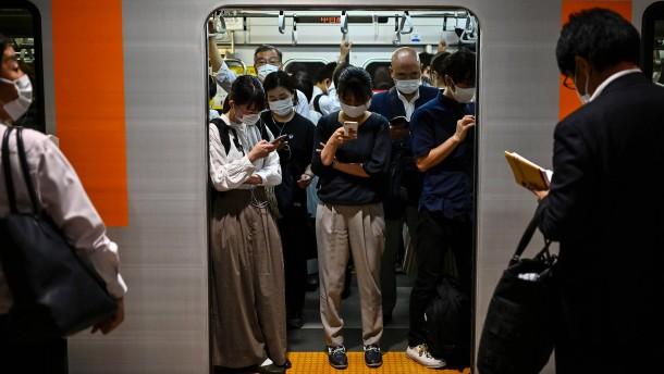 Japanische Bahnunternehmen kämpfen mit verlorenen Kopfhörern