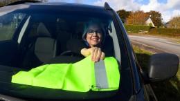 Hypnose-Therapeutin wiegelt französische Autofahrer auf