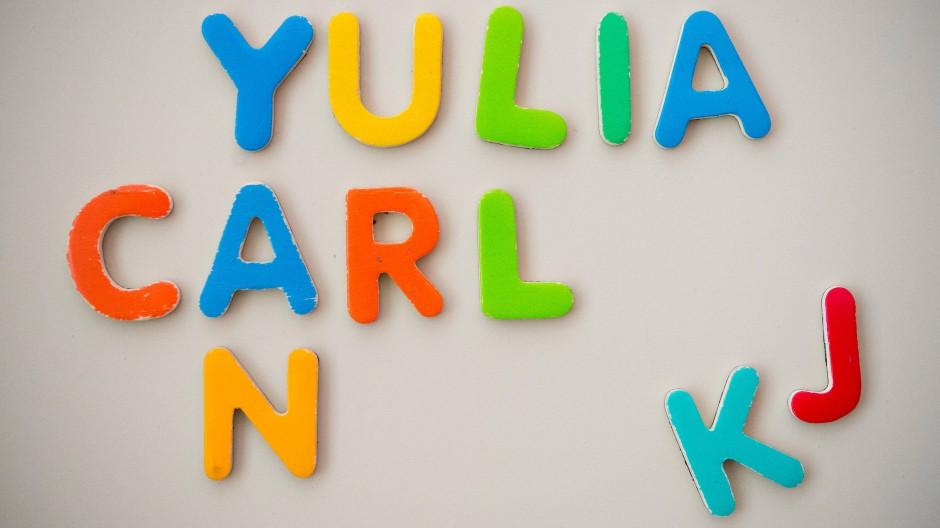 Auch 2020 setzte sich bei vielen Namen der Trend aus den Vorjahren fort. Carl und Yulia waren in den Top Ten nicht zu finden.