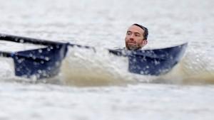 Schwimmer stoppt Boat Race