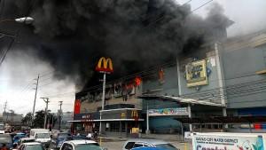 Viele Tote nach Großbrand in Einkaufszentrum