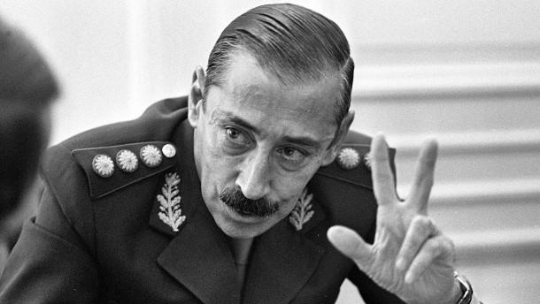 Der Ideologe des dreckigen Krieges