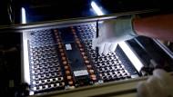 Antrieb für den Übergang: Produktion einer klassischen Lithium-Batterie im Werk Kamenz