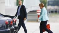 Angela Merkel auf dem Weg zum Kanzleramt. An diesem Dienstagnachmittag geht es um alles.