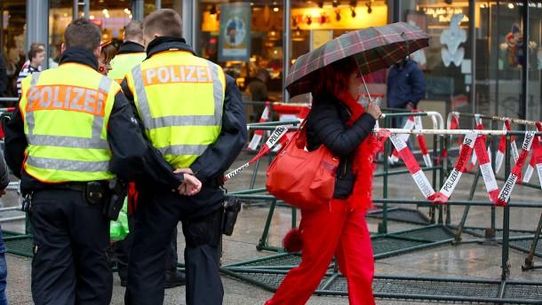 In Düsseldorf wurde das Altweiber-Feiern wegen Sturmes abgesagt