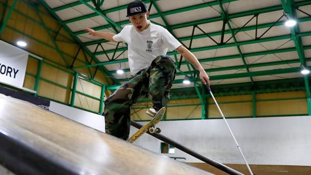 Blinder Skateboarder hofft auf die Paralympics