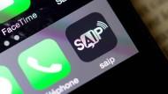 """SAIP steht für """"système d'alerte et d'information des populations"""" und soll bei ständiger Aktivierung und Standortangabe die EM-Besucher schützen."""