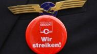Arbeitskampf: Wenn sich Lufthansa und die Vereinigung Cockpit nicht einige werden, kommen die Buttons wieder zum Einsatz.