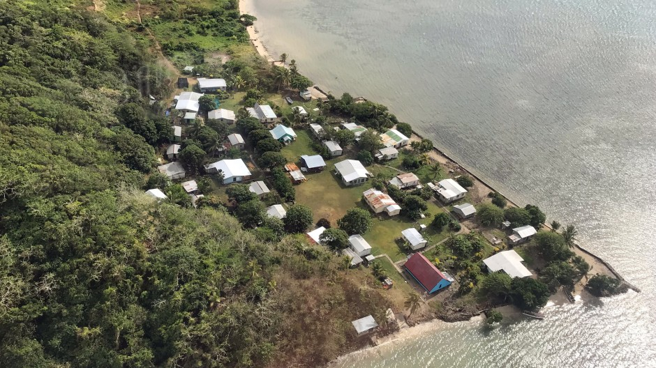 Das Dorf Narikoso auf der Fidschi-Insel Ono: Wegen des steigenden Meerwassers mussten mehrere Häuser umgesiedelt werden (Aufnahme aus dem Jahr 2017).