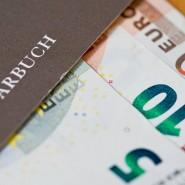 Sparer müssen sich vermutlich darauf einstellen, dass sie ihr Erspartes vor Geldentwertung schützen müssen, ohne auf höhere Zinsen zählen zu können.