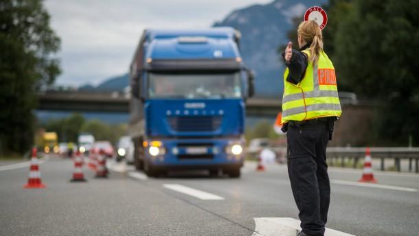 Polizeigewerkschafter hält Grenzkontrollen für möglich
