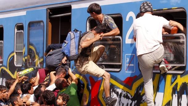 Kroatien bringt Flüchtlinge an die Grenze zu Ungarn
