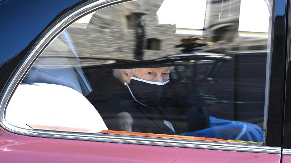 Ein schwerer Gang: Königin Elisabeth II. auf dem Weg zur Trauerfeier ihres Ehemanns Prinz Philip, mit dem sie 73 Jahre verheiratet war.