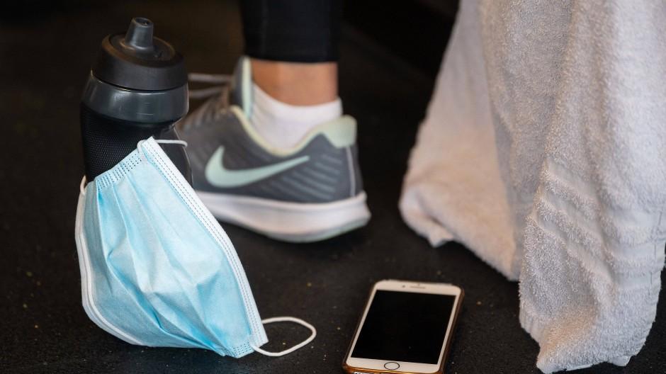 Fitnessstudios in geschlossenen Räumen wurden in der französischen Studie als Orte mit erhöhtem Ansteckungsrisiko identifiziert.