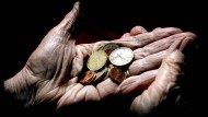 Viele Deutsche fürchten, den Cent im Alter zweimal umdrehen zu müssen, fürchten viele Deutschen.