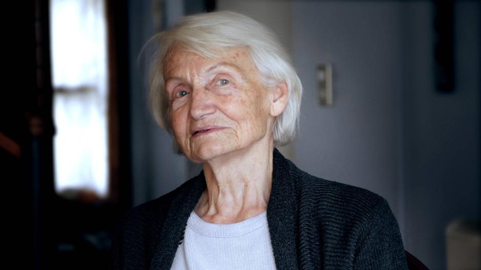 Margot Honecker gibt dem Reporter Eric Friedler im chilenischen Exil ein Interview, das eine Geschichtsstunde ist