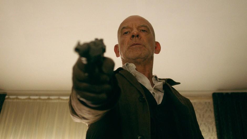 Immer auf dem Sprung: Ulrich Kainer (Martin Wuttke) schießt und redet nur, wenn es sein muss.