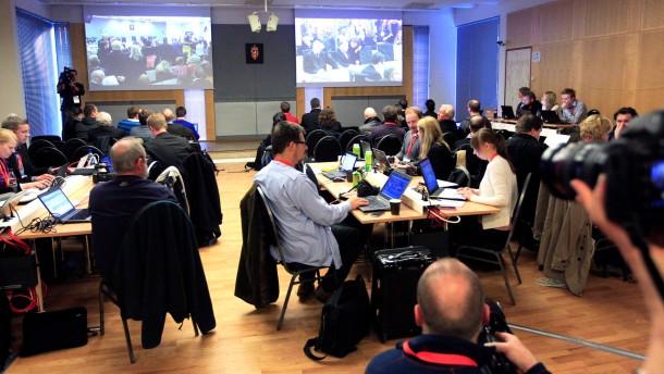NSU Prozess - Journalisten im Nebenraum beim Breivik-Prozess